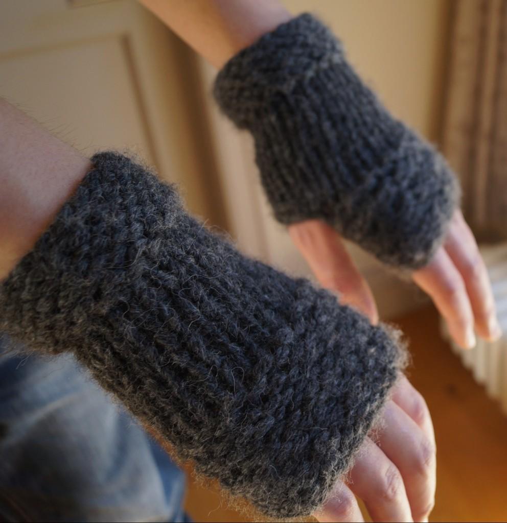 knitting, knitting patterns, free knitting patterns, knitting blog uk, knitting blog, fingerless gloves, mittens, Debbie Bliss, Debbie Bliss Paloma, yarn, wool, knitwear, accessories, garter stitch, stockinette stitch