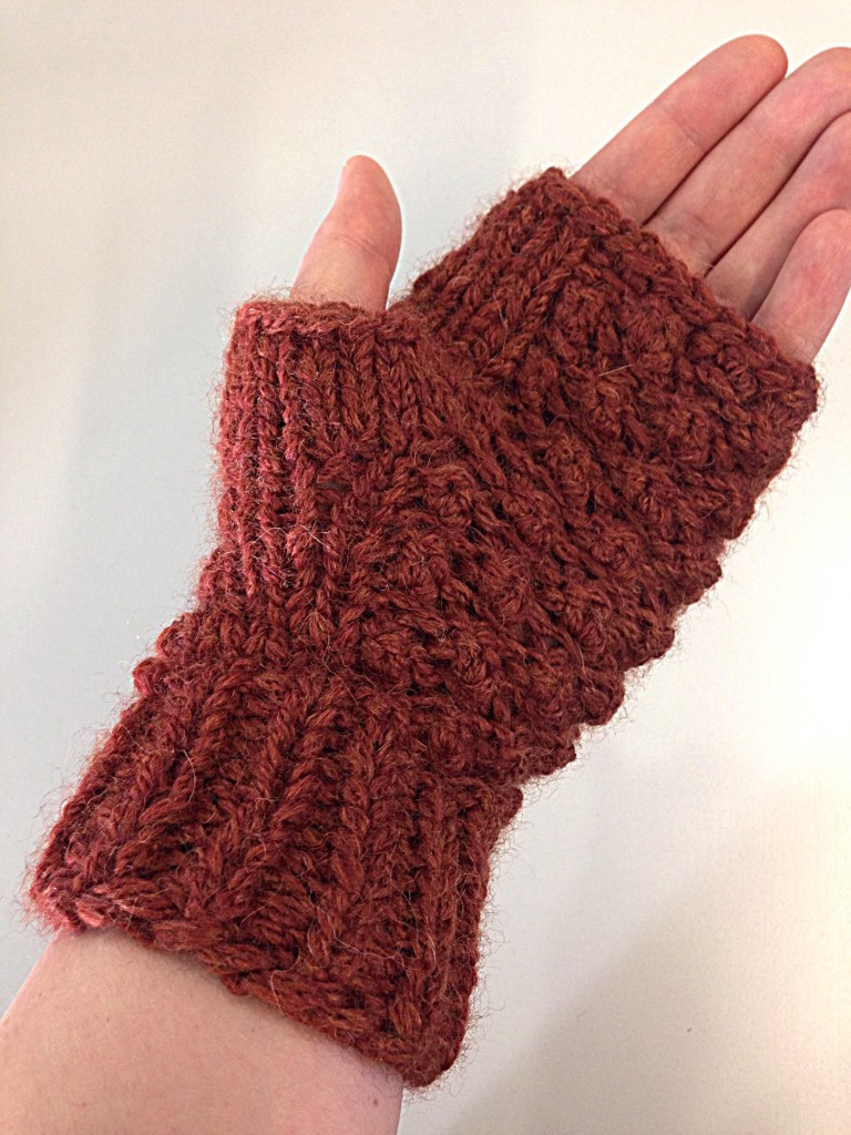 Raspberry stitch, fingerless mittens, free knitting pattern, trinity stitch, debbie bliss paloma yarn in rust 007, knitting blog uk