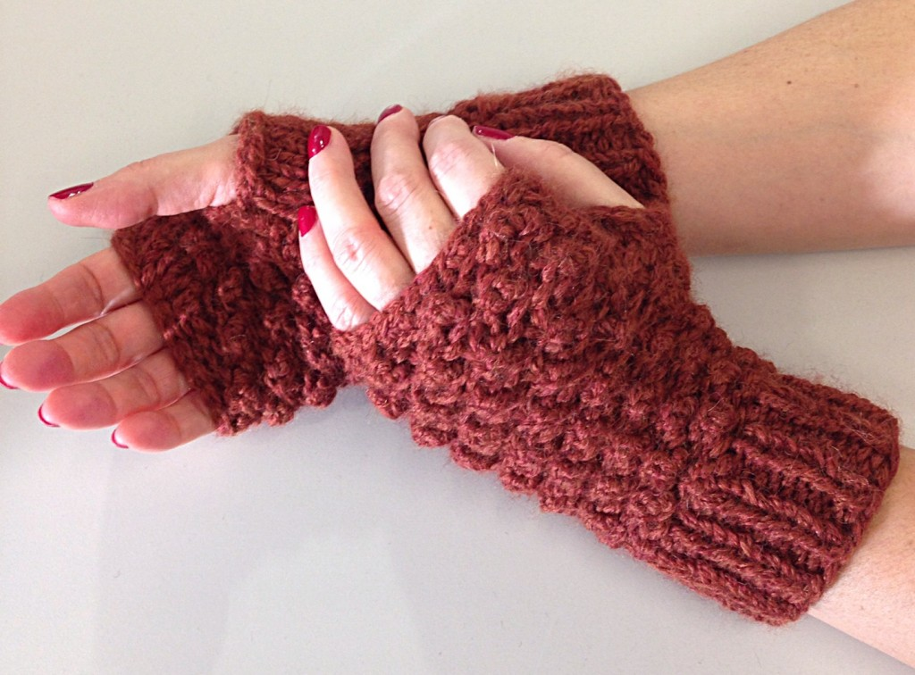 Raspberry stitch, fingerless mittens, trinity stitch, free knitting pattern, debbie bliss paloma yarn in rust 007, knitting blog uk