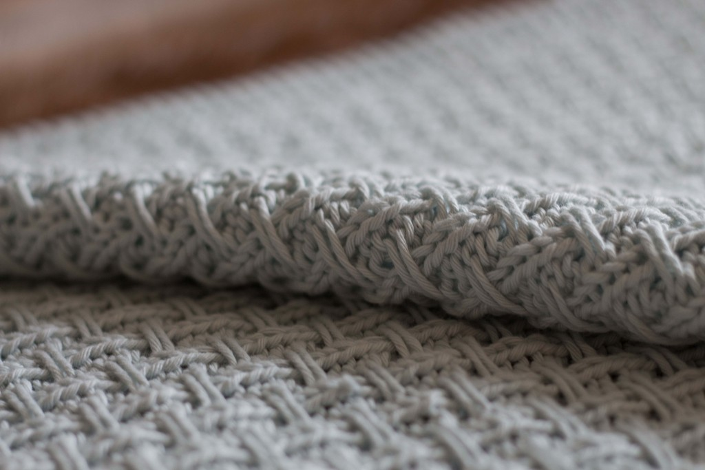 Hessian weave baby blanket A knitting pattern Shortrounds