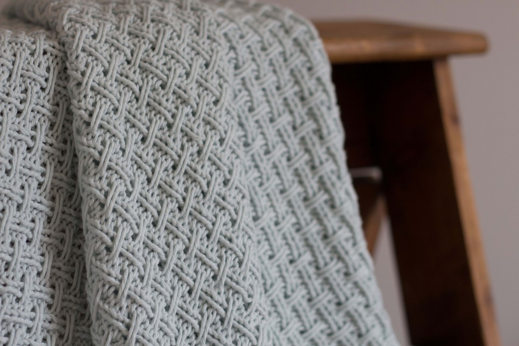 Hessian weave baby blanket | A knitting pattern | Shortrounds